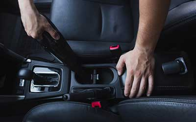 aspirando coche